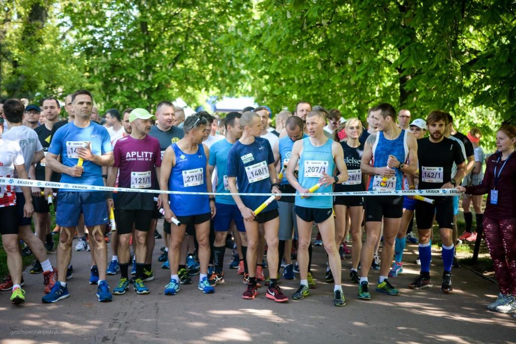 trener biegania Emil Dobrowolski bieg w sztafecie maratońskiej Ekiden Warszawa